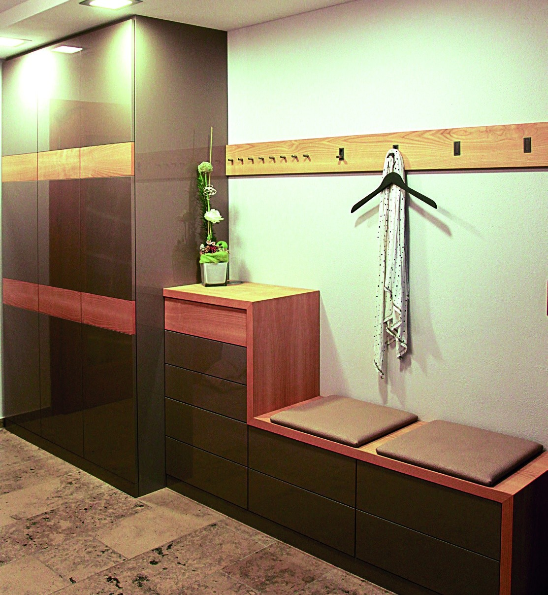 garderobe mit stange tolle weie garderobe with garderobe mit stange excellent diy gardrobe. Black Bedroom Furniture Sets. Home Design Ideas